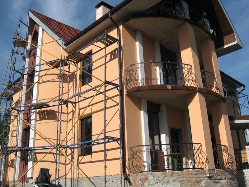 Фасады домов штукатурка с декоративными камнями